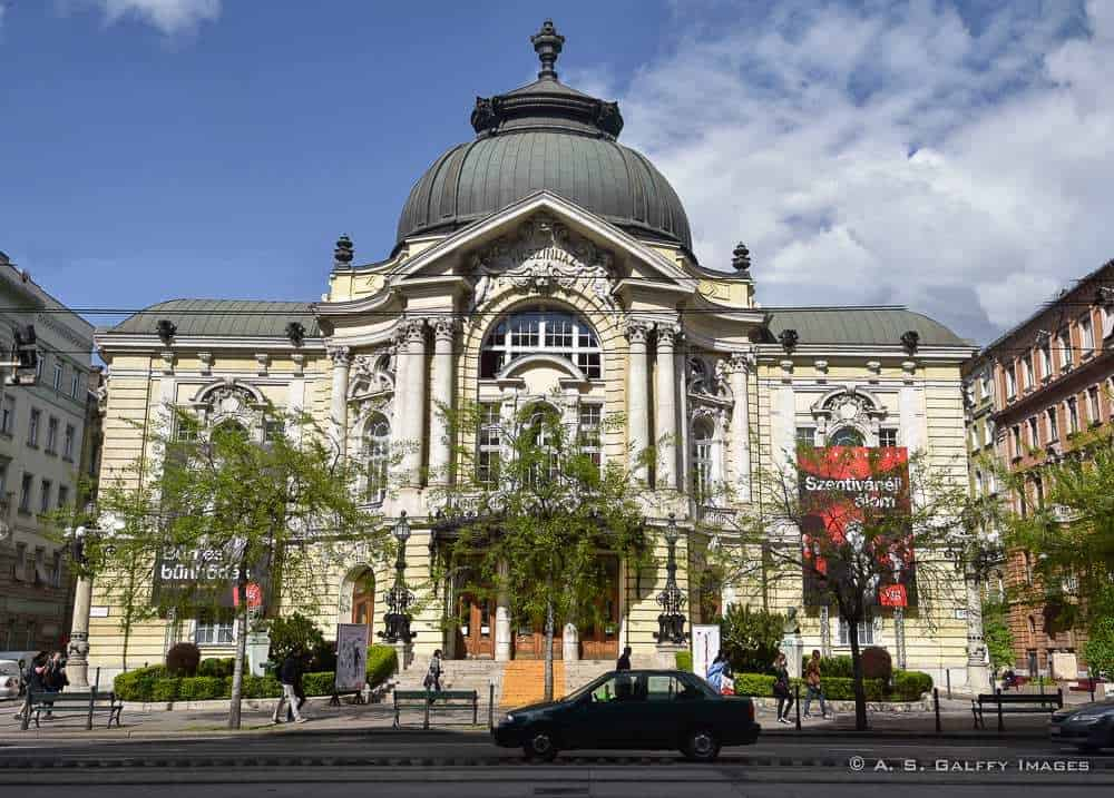 the Comedy Theater in Budapest