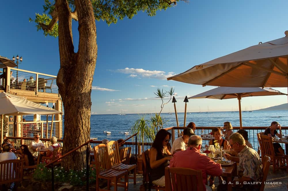 Image depicting people in an oceanfront restaurant, one of the top 10 reasons to fall in love with Maui