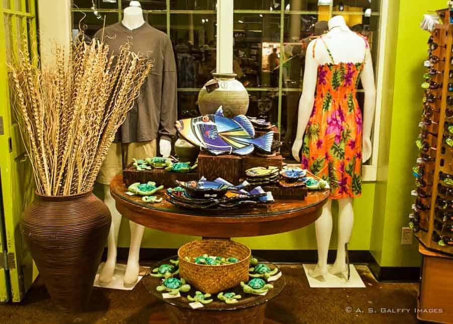 Shopping window with Hawaiian souvenirs