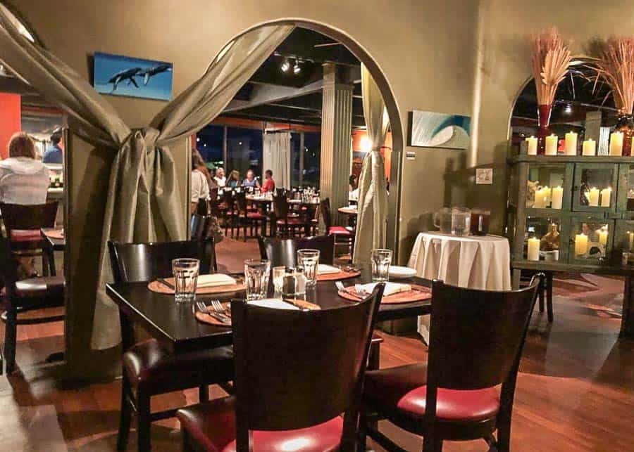 Places to eat in Maui: Dining room of Café O'Lei
