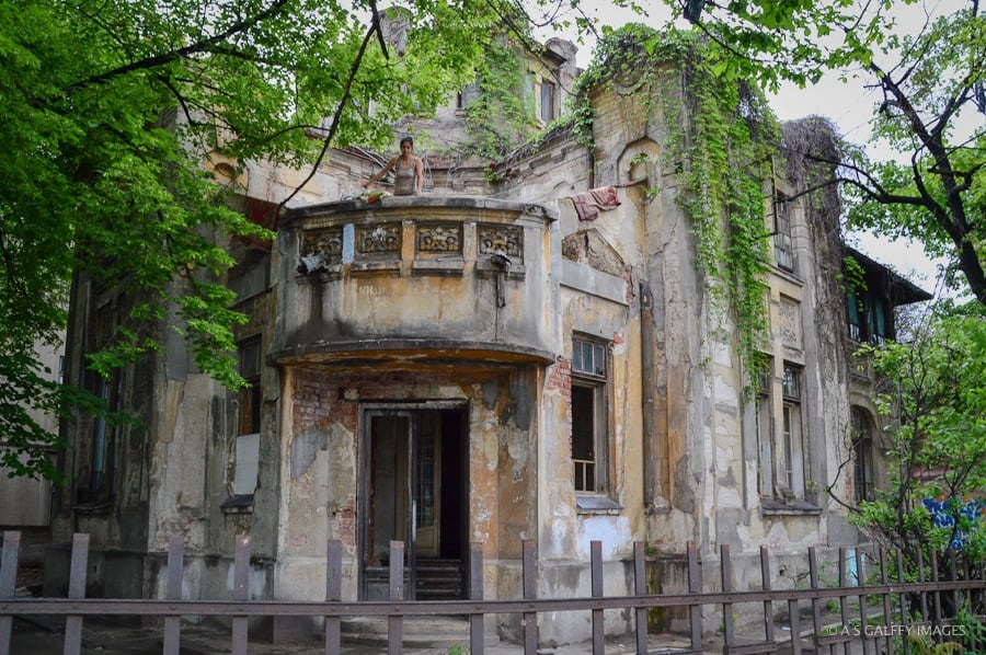 neglected old building in Bucharest