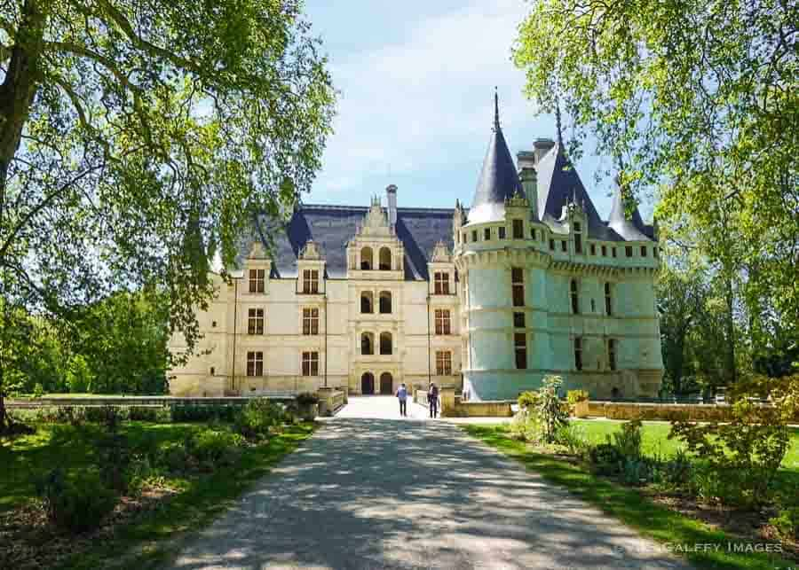 frontal view of Chateau Azay Le Rideau