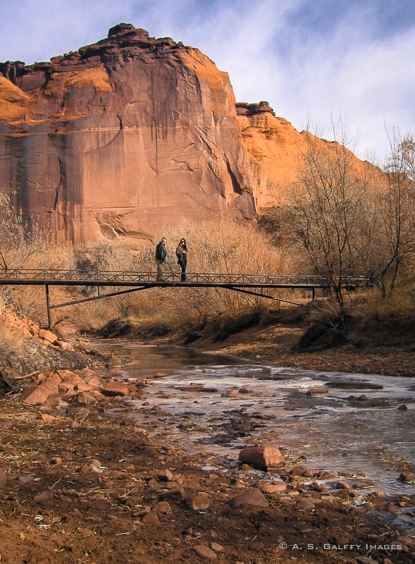 Walking through the Canyon de Chelly