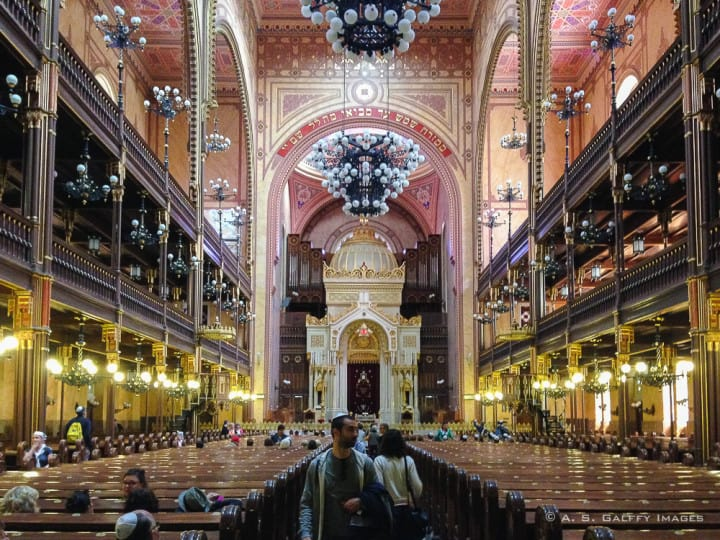 sanctuary of the jewish synagogue in Budapest