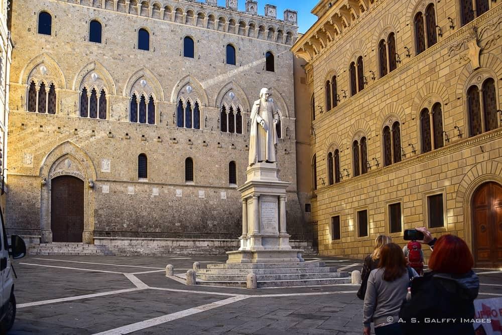 Piazza dei Salimbeni in Siena