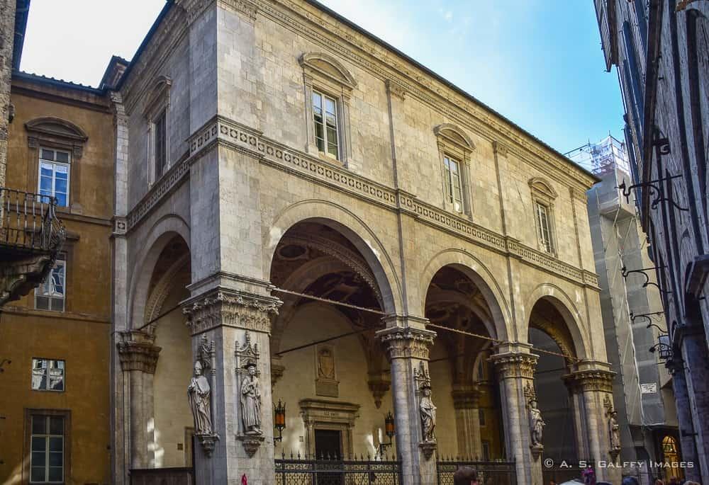 Day trip to Siena from Florenc : Loggia della Mercanzia