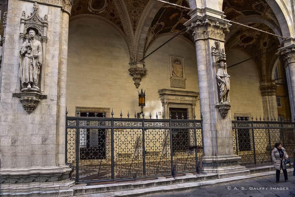Loggia della Mercanzia in Siena