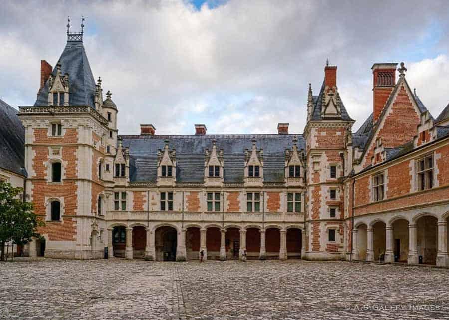 Château de Blois interior court