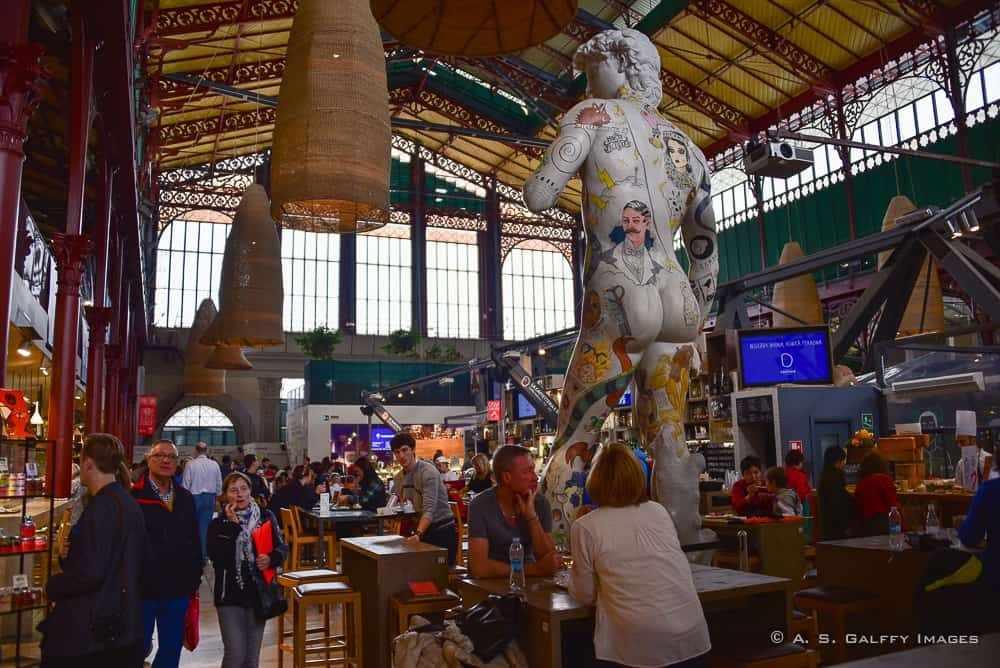 the eating area at Mercato Centrale in Florence