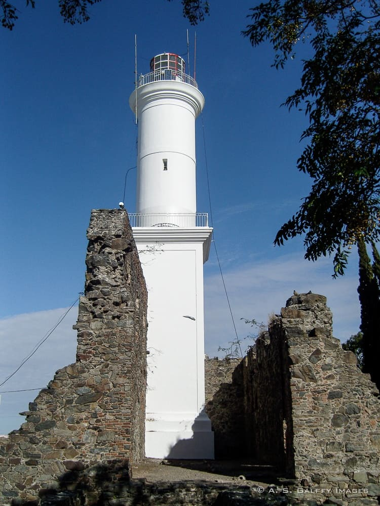 the lighthouse in Colonia de Sacramento