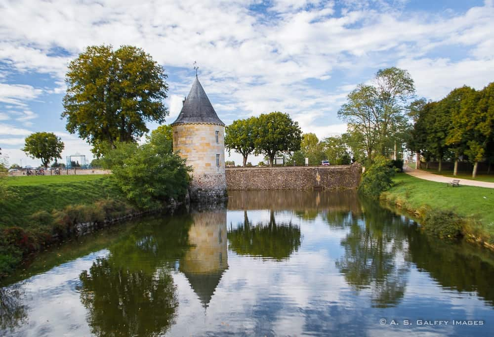 water canals in the courtyard of the chateau