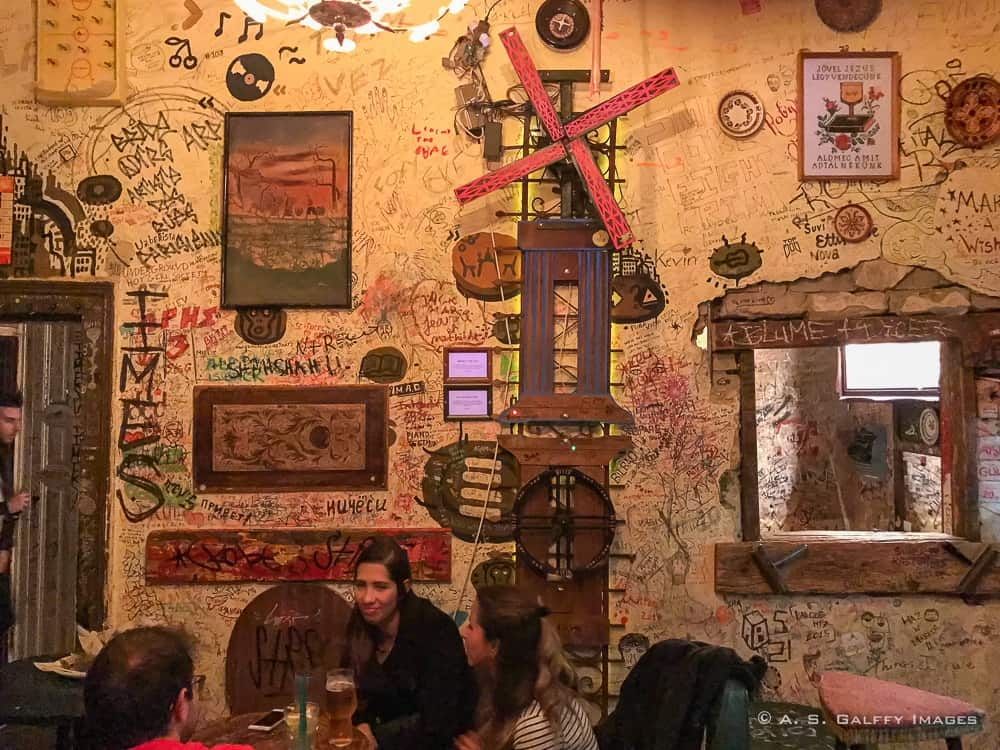 Image depicting the interior of a ruin pub in Budapest