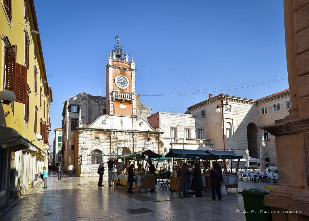 Image of the People's Square and the City Sentinel clock tower in Zadar