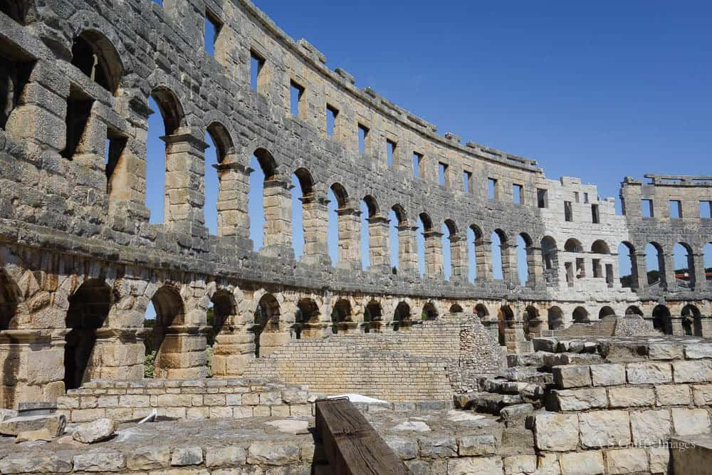 Image depicting the grandeur of the Roman Amphitheater in Pula