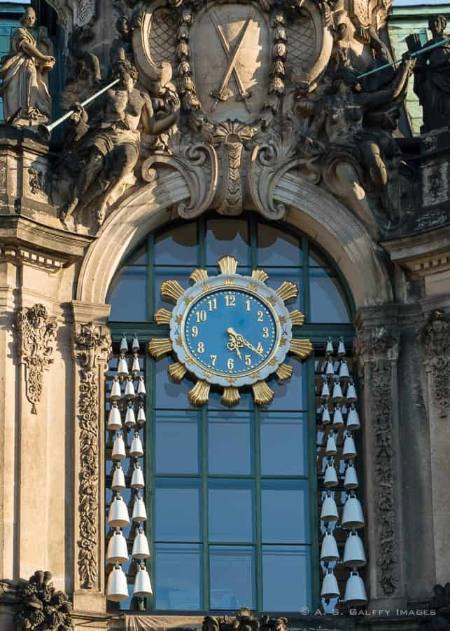 visiting the Zwinger Palace Orologe
