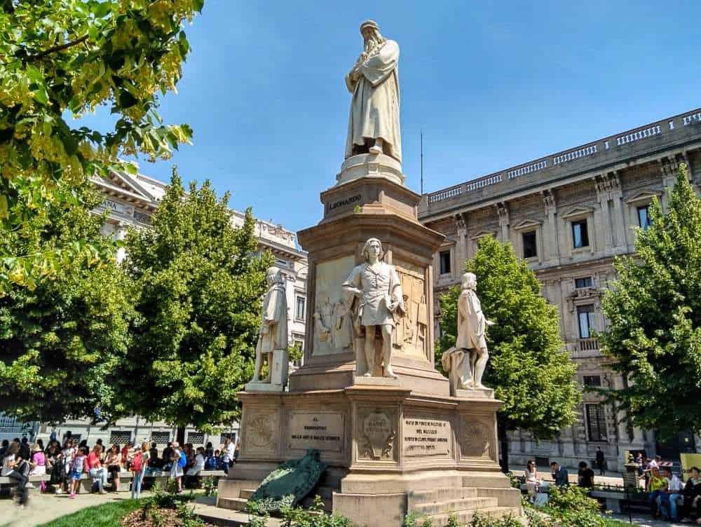 DaVinci's Statue - one day in Milan