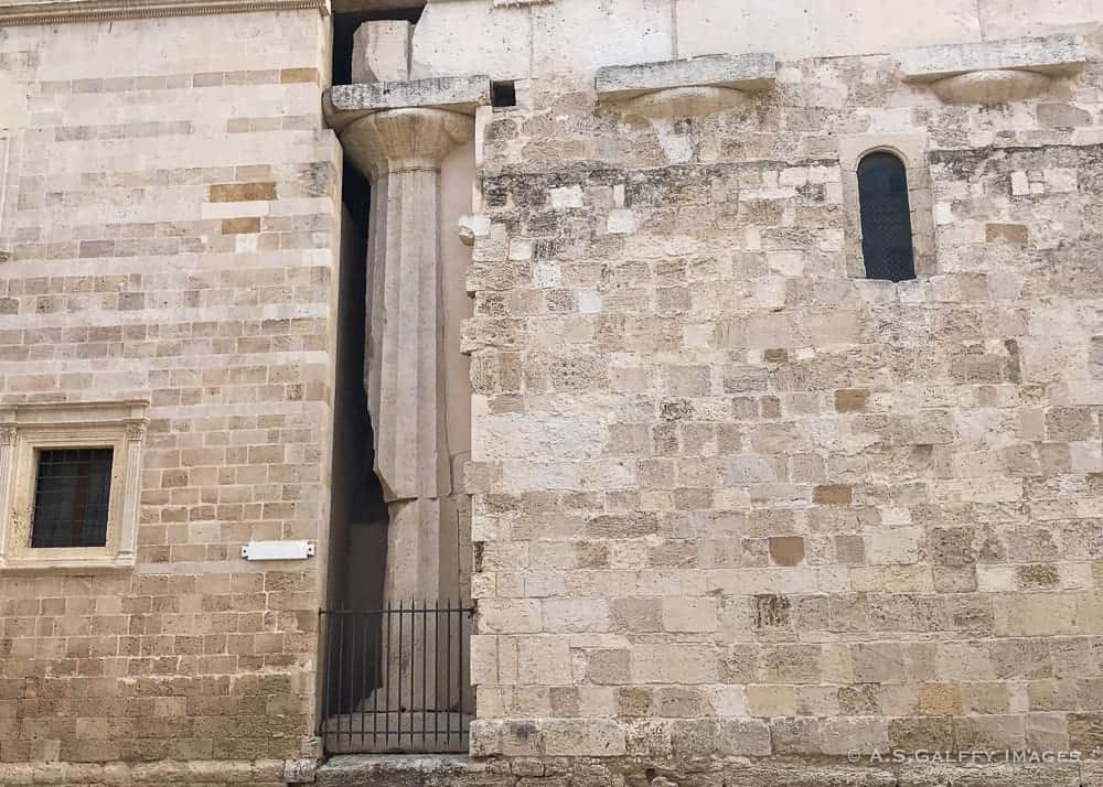 The wall of the Cathedral of Siracusa