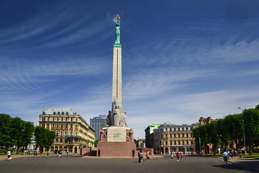 Things to do in Riga: visiting the Freedom monument