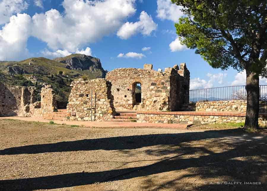 Руины нормандского замка в Кастельмола