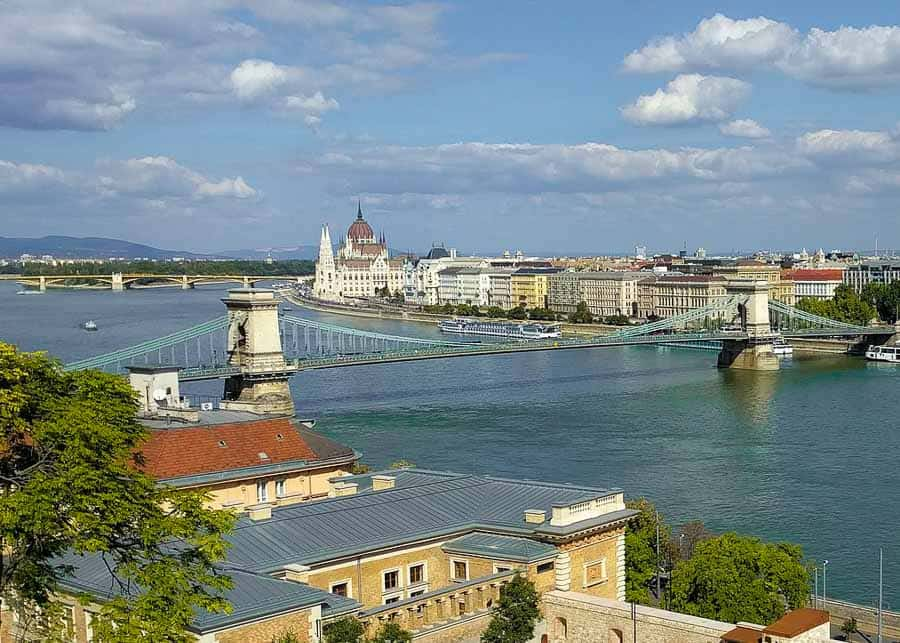 Buda or Pest: which is better?