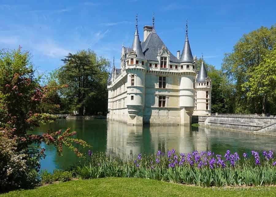 Garden view of Château Azay Le Rideau