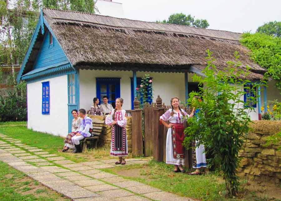 People wearing Romanian folk costume at the Village Museum