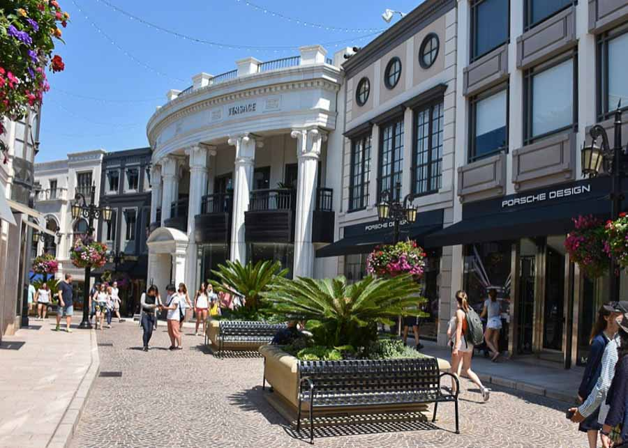 Stores on Rodeo Drive in Los Angeles