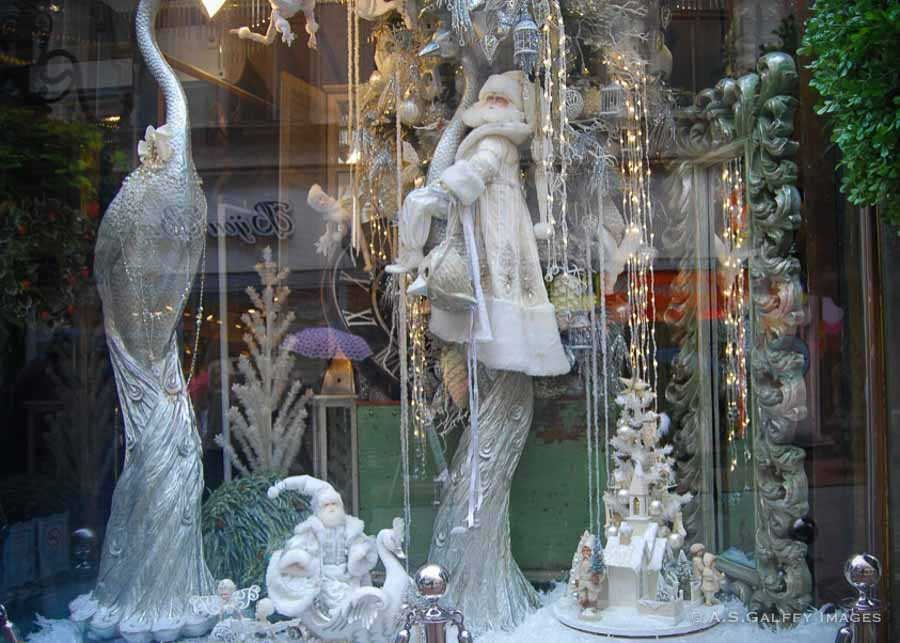 Christmas decorations in the window on Vaci utca