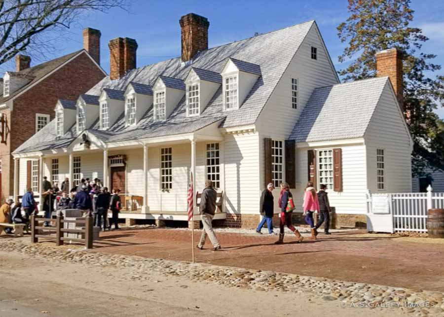 Raleigh Tavern in Colonial Williamsburg