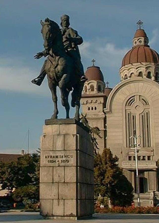 Avram Iancu's statue in Târgu Mures