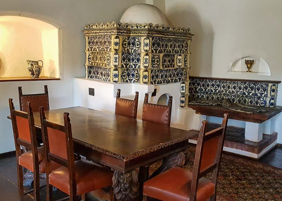 Castle room with stove, table and chairs