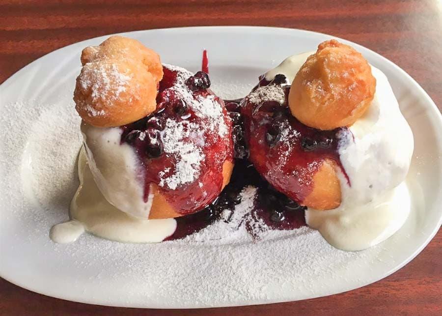 Papanasi cu Smîntînā (Cheese Doughnuts with Sweet Cream)