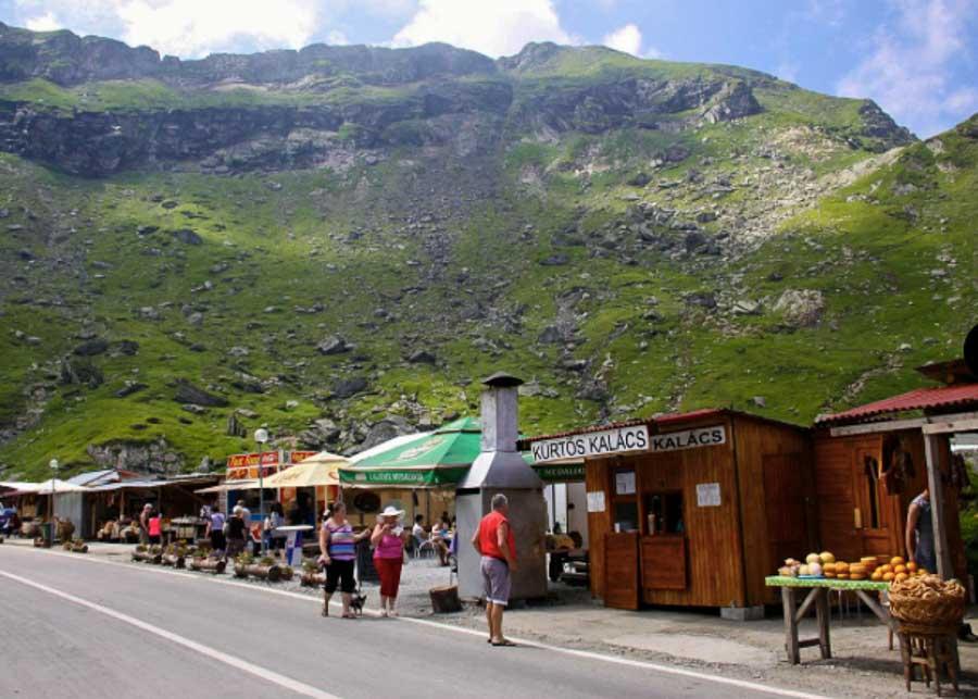 Food stands along the Transfagarasan road