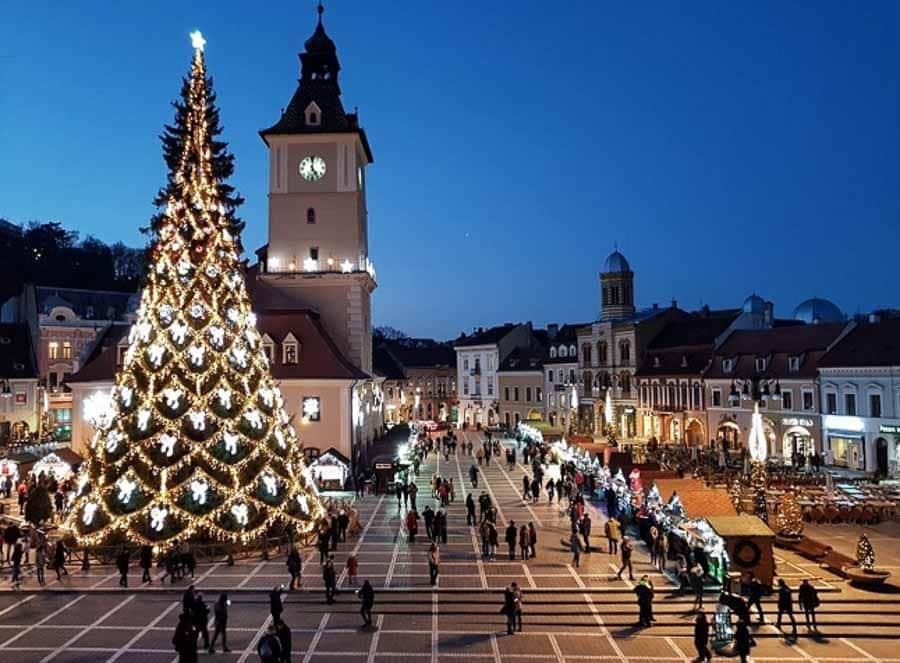 Piata Sfatului at Christmas time