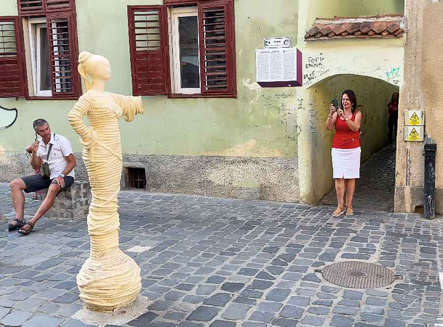 Statue at the end of Strada Sforii (Rope Street)